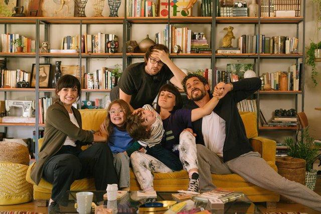 Arranca el rodaje de Mamá o papá, nueva comedia protagonizada por Paco León y Miren Ibarguren