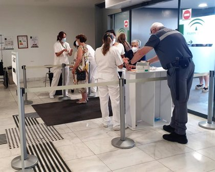 El Hospital San Cecilio de Granada activa nuevas medidas para prevenir situaciones de riesgo frente al coronavirus