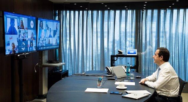 El consejero delegado de CaixaBank, Gonzalo Gortázar, inaugura la 'Comunidad Mujer Empresaria CaixaBank'