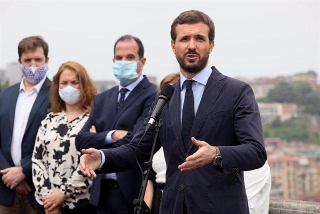 El presidente del PP, Pablo Casado, junto al candidato de PP+Cs a lehendakari, Carlos Iturgaiz, en el homenaje a José Manuel Zamarreño, concejal del PP asesinado por ETA. Errentería, Guipúzcoa, a 25 de junio de 2020.