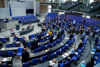 Alemania prohíbe sacar fotos por debajo de la falda o del escote de mujeres en lugares públicos