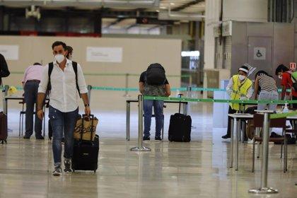 Sanidad digitaliza el formulario de control sanitario de viajeros para agilizar el tránsito en los aeropuertos