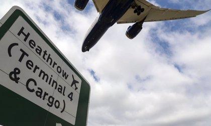 Londres publica la lista de los 59 países exentos de cuarentena, entre ellos España