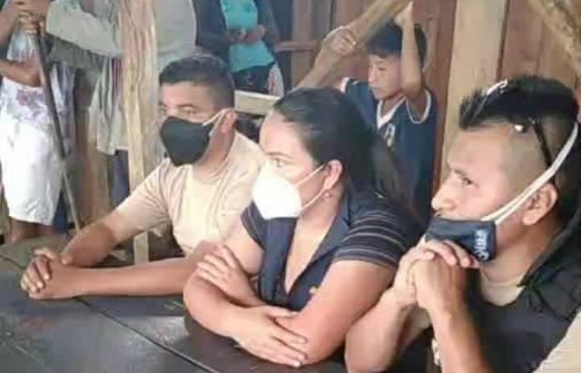 Funcionarios secuestrados por indígenas en Ecuador