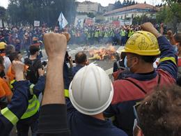 Protesta de trabajadores de Alcoa ante la Xunta
