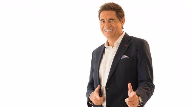 Rafael Cremades presenta el magazine de fin de semana en Canal Sur Radio 'Días de julio'.