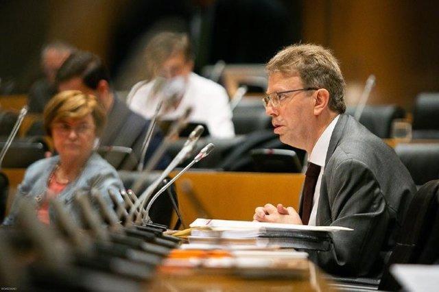 El portavoz presupuestario de Junts, Ferrán Bel, en la Comisión para la Reconstrucción