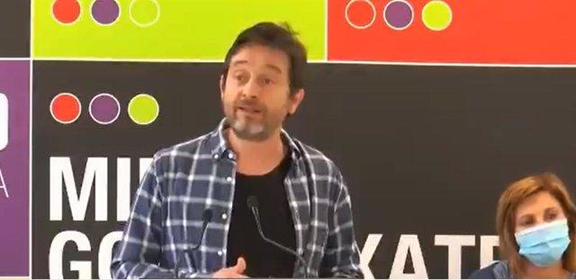 El diputado de Unidas Podemos Rafa Mayoral en un mitine en Errenteria