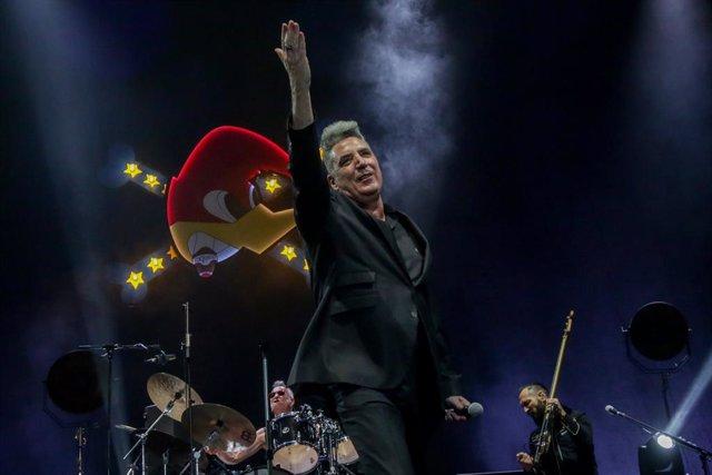 Loquillo durante un concierto en beneficio de la Fundación Banco de Alimentos de Madrid, en Madrid (España), a 3 de julio de 2020. Es el primer concierto que se celebra en el Wizink Center tras su cierre por la crisis sanitaria del coronavirus.