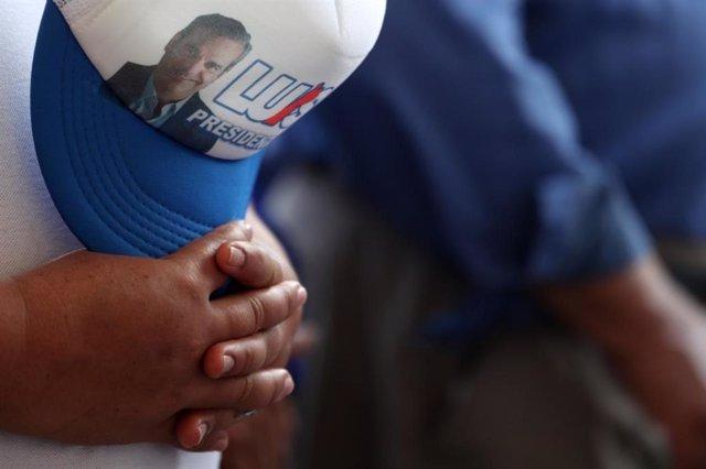 Gorra de la campaña electoral del candidato opositor Luis Abinader en República Dominicana