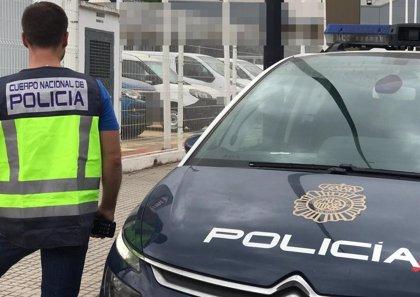 Rescatan a un bebé de ocho meses tras quedar encerrado en un coche en València