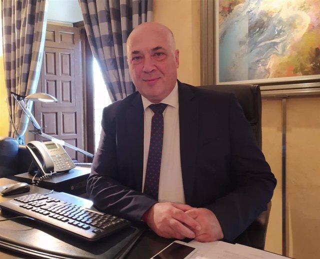 El presidente de la Diputación de Córdoba, Antonio Ruiz, en su despacho.