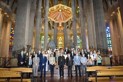 La Sagrada Familia reabre tras 114 días homenajeando a los sanitarios