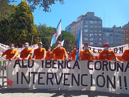 """Trabajadores de Alu Ibérica en A Coruña entregan una carta a Sánchez pidiendo la intervención """"inmediata"""" de la empresa"""