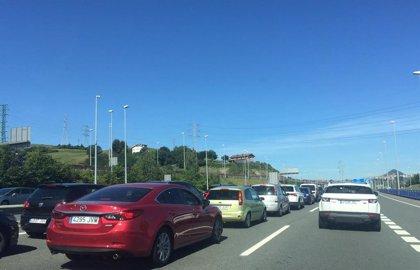 Finalizan las retenciones en la A-8 tras una mañana con caravanas de hasta 10 kilómetros en dirección a Cantabria