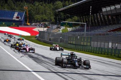 Mercedes retoma la acción sin rival y Sainz saldrá octavo en Austria