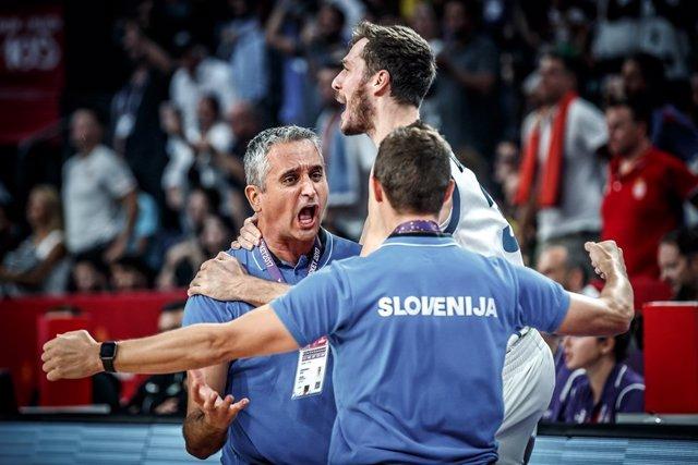 Kokoskov celebra el éxito de Eslovenia en el Eurobasket