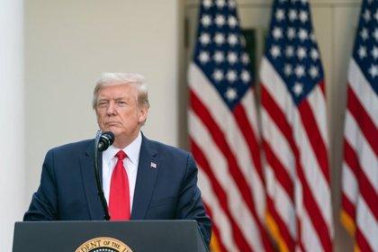 Trump firma la extensión del paquete de ayuda a las pymes de Estados Unidos