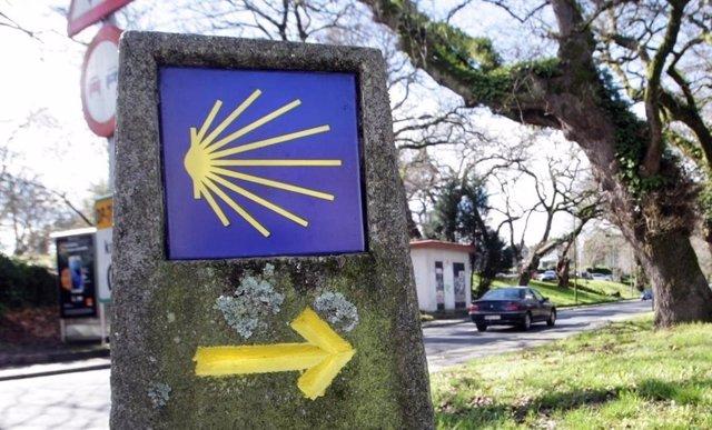 Mojón que señaliza el Camino de Santiago.