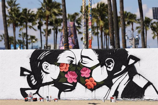 Mural con mascarillas en Californai
