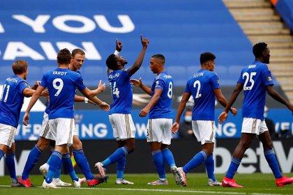 Leicester, United y Chelsea no aflojan por la zona Champions