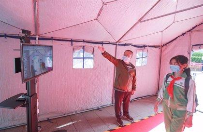 Pekín suma otros dos casos de coronavirus de transmisión local tras el brote en uno de sus mercados