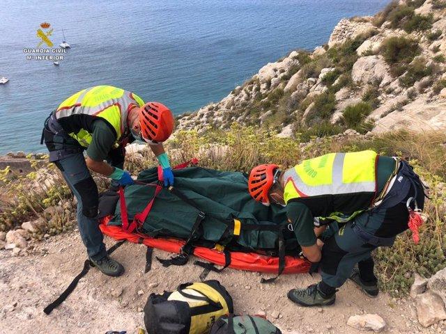 Rescate del cadáver de un hombre en una cueva de Las Negras, en Níjar (Almería).