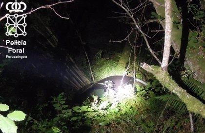 Fallece un vecino de Santesteban atropellado al caer un turismo por un barranco en Zubieta