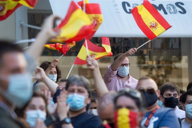 Simpatizantes de Vox durante un mitin del partido en la Plaza Ángel Fernández Gómez de Lugo, Galicia (España), a 3 de julio de 2020.