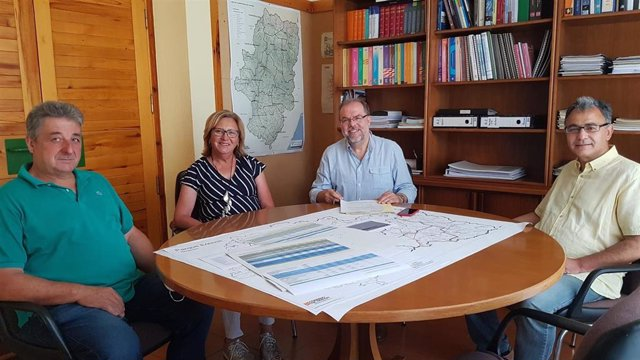 Bizén Fuster, ha mantenido un encuentro para trasladar la información del proyecto a los alcaldes de las localidades de Castigaleu, Monesma, Cajigar y Lascuarre.