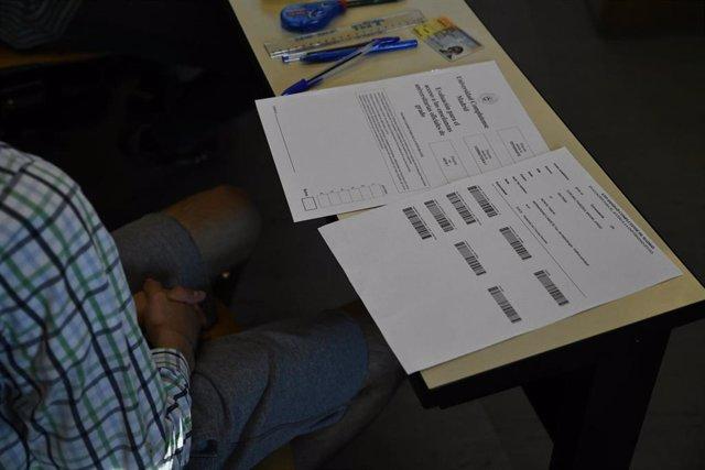 Estudiantes se preparan para comenzar el examen de Evaluación para el Acceso a la Universidad (EvAU).