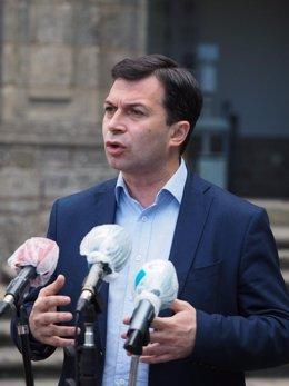 El candidato del PSdeG a la Presidencia de la Xunta, Gonzalo Caballero, en un acto en Santiago de Compostela