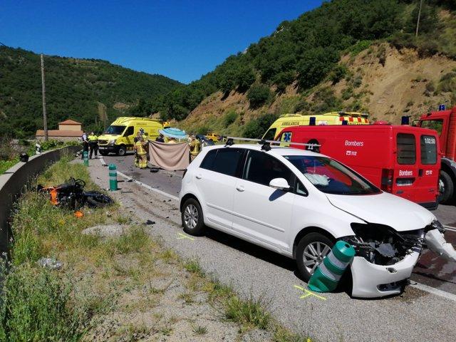 Muere un motorista en un accidente en Pont de Bar (Lleida) tras chocar con un coche.