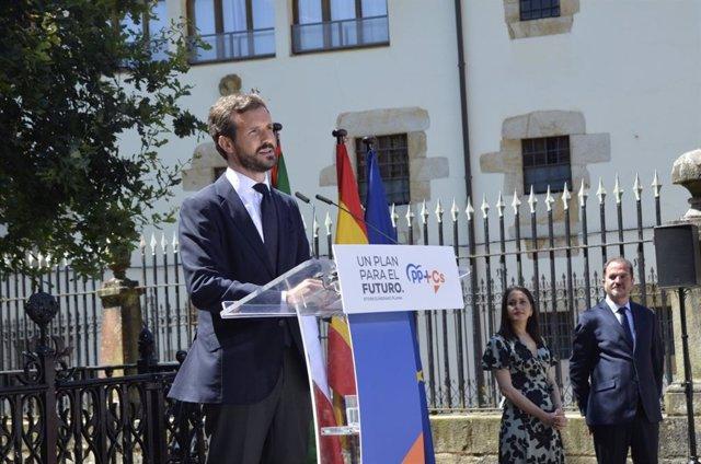 El presidente del PP, Pablo Casado, con la líder de Ciudadanos, Inés Arrimadas, en la Casa de Juntas de Gernika