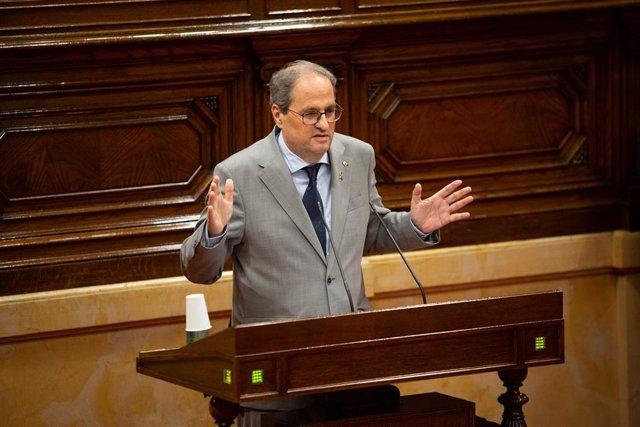 El presidente de la Generalitat, Quim Torra, durante su intervención en una sesión plenaria, en el Parlamento catalán, en la que se debate la gestión de la crisis sanitaria del COVID-19 y la reconstrucción de Catalunya.