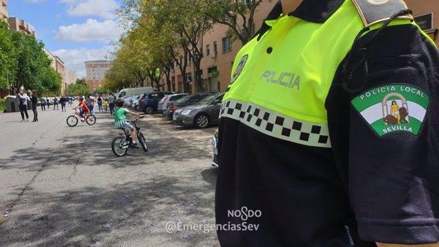 Un agente de la Policía Local de Sevilla, en una foto de archivo.
