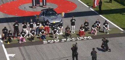 Los pilotos se unen contra el racismo; Sainz y otros cinco optan por no arrodillarse