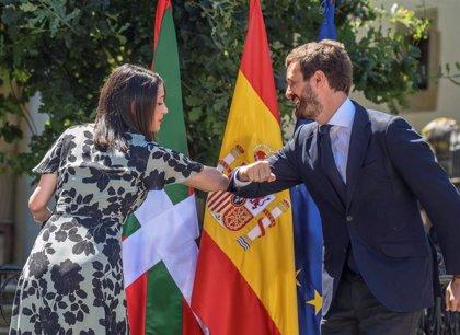 """Casado y Arrimadas piden, en un acto conjunto, el voto para PP+Cs a los votantes """"decepcionados"""" del PNV y PSOE"""