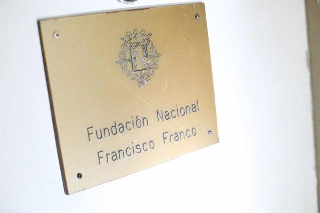 Detalle de la placa de entrada en la sede de la Fundación Francisco Franco, sita en la Avenida Concha Espina de Madrid. La policía investiga un posible asalto y el robo de una caja fuerte en la misma.