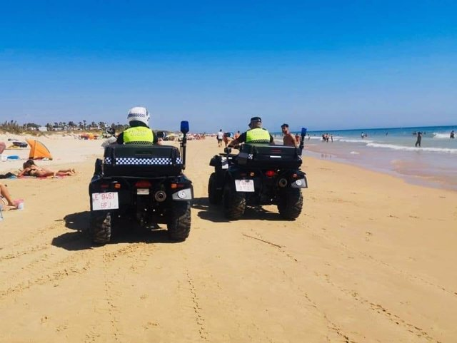 Policía Local de Vejer en la playa de El Palmar