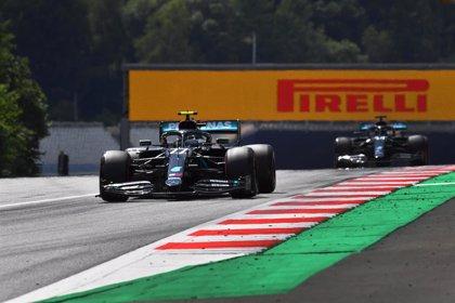 Bottas se lleva el primer triunfo de la temporada y Sainz termina quinto
