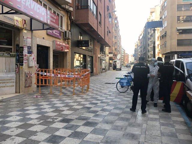 Edificio de Albacete confinado por un brote de coronavirus.