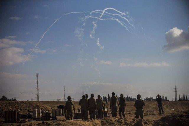 Lanzamiento de cohetes desde la Franja de Gaza hacia Israel