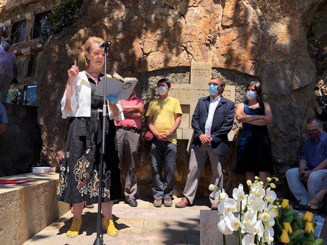 La consellera de Cultura, Mariàngela Vilallonga, en el acto en memoria del poeta Jacint Verdaguer organizado con motivo del 188 aniversario de su muerte y el 175 aniversario de su nacimiento.