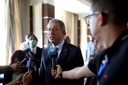 El ministro de Defensa de Turquía visita Libia y reitera el apoyo de su país al Gobierno de unidad