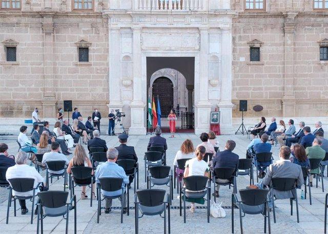 Acto de homenaje a Blas Infante por el 135 aniversario de su nacimiento, ante la fachada del Parlamento andaluz.