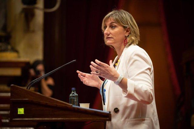 La consellera de Salut de la Generalitat, Alba Vergés, intervé en una sessió plenària al Parlament.