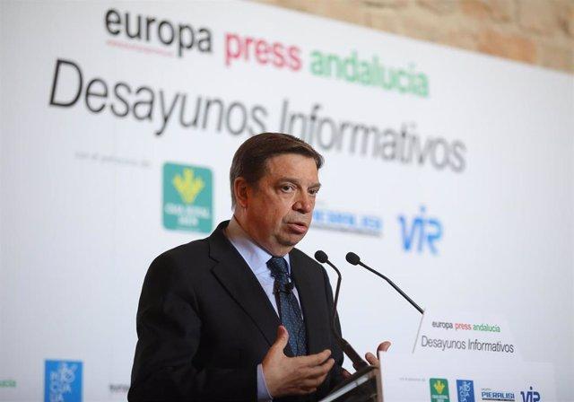 El ministro de Agricultura, Pesca y Alimentación, Luis Planas, participa en un desayuno informativo organizado por Europa Press en Jaén.