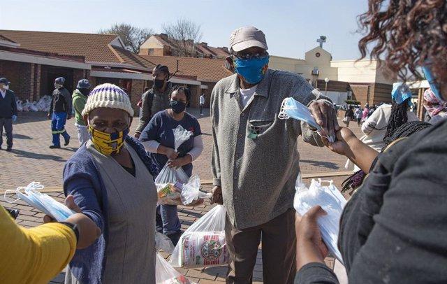 Coronavirus.- El presidente de Sudáfrica insta a no visitar a los más mayores pa