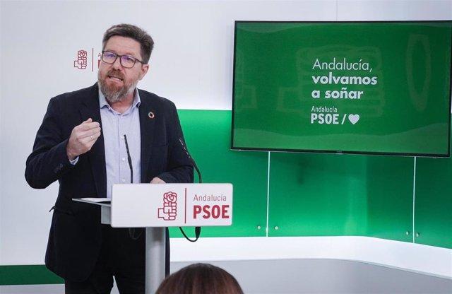 El portavoz adjunto del Grupo Socialista en el Parlamento andaluz, Rodrigo Sánchez Haro, en rueda de prensa (Foto de archivo).